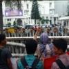 Kutuk Dugaan Korupsi, Massa Asbak Geruduk Kantor Pemrovsu